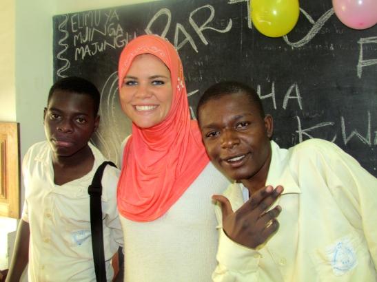 Liselot & students at Forodani School.JPG